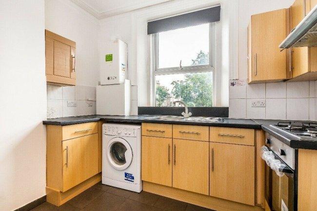 3 bedrooms, Coldharbour Lane, SE5 9QH