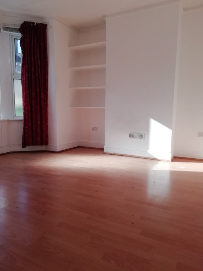 4 bedrooms, Conway Road, SE18 1AS