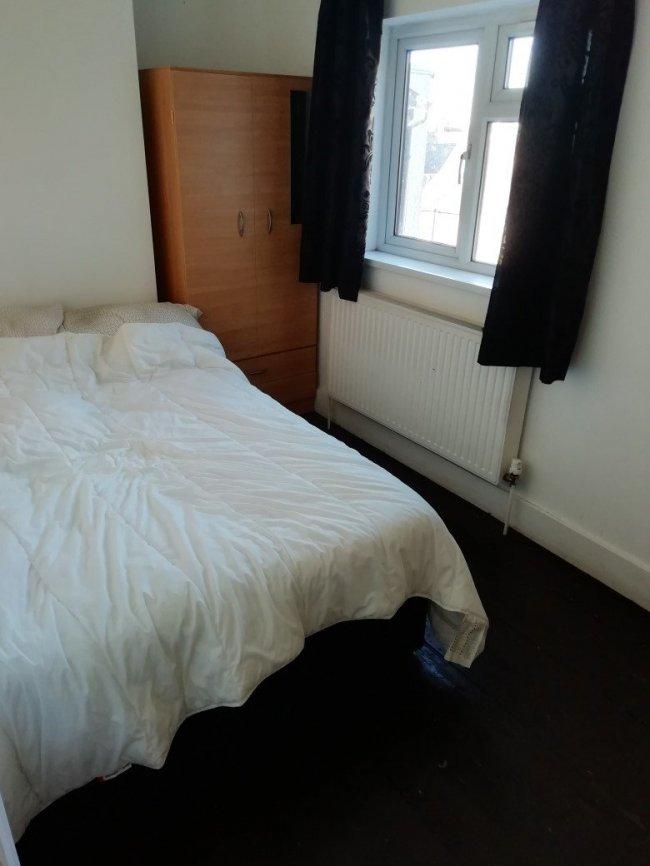 4 bedrooms, Conway Road, SE18 1AS