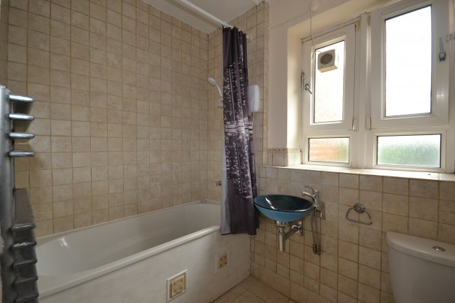 2 bedrooms, Cooper House, Knights Hill, SE27 0EJ