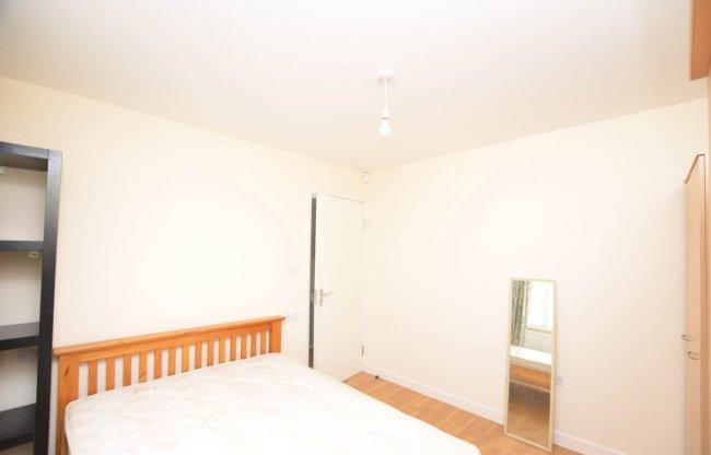 3 bedrooms, Landseer Close, HA8 5SB