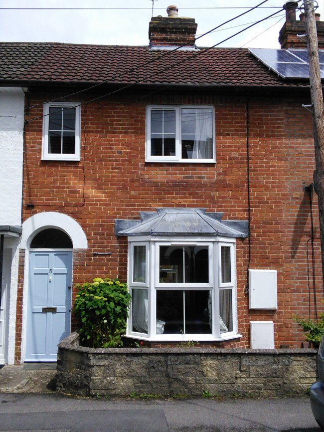 3 bedrooms, Madeline Road, GU31 4AL