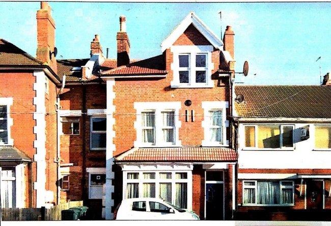 2 bedrooms, Merton Road, SW19 1EG