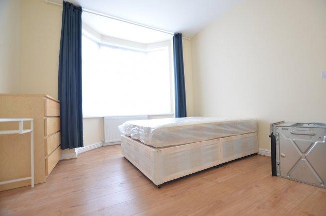 5 bedrooms, Rosebank Avenue, HA0 2TW