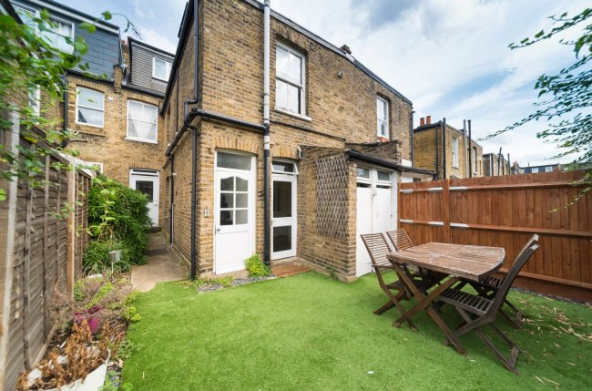2 bedrooms, Second Avenue, SW14 8QE