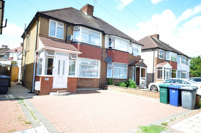4 bedrooms, The Greenway, NW9 5BX