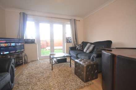 2 bedrooms, Webster Close, RG2 8BF
